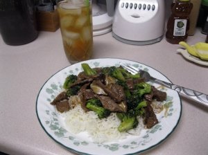 Broccoli beef with jasmine rice and ice tea